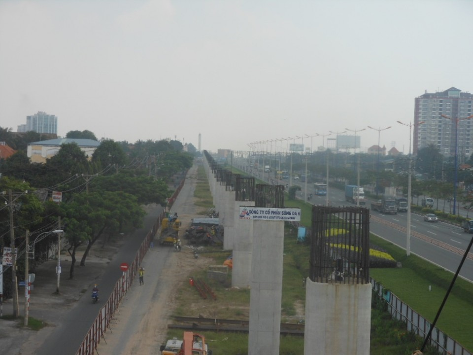 The overall view of pier column along Ha Noi highway.jpg